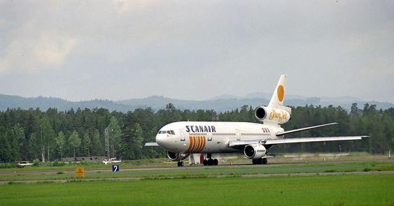 Et DC-10 fra Scanair på Gardermoen i november 1993.