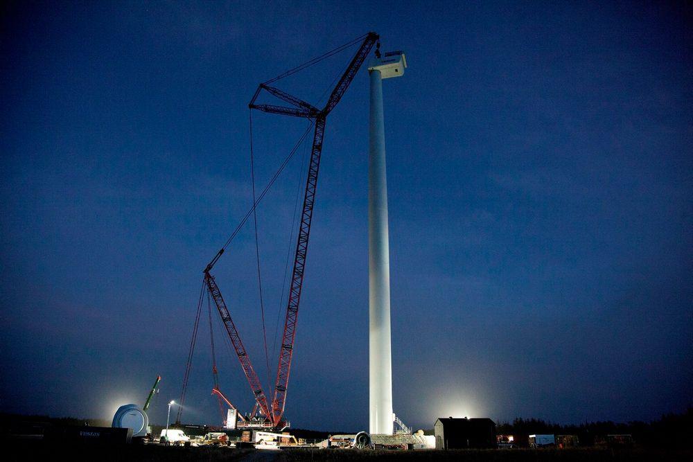 Her monteres verdens kraftigste vindturbin, V164-8.0 MW, på testsenteret i Østerild.