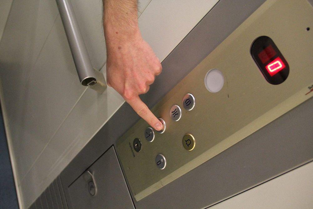 Kjappe overgangsløsninger i et forsøk på å få analoge alarmer til å virke på digitale linjer kan føre til at du ikke får hjelp hvis heisen stopper og du trykker på alarmen.