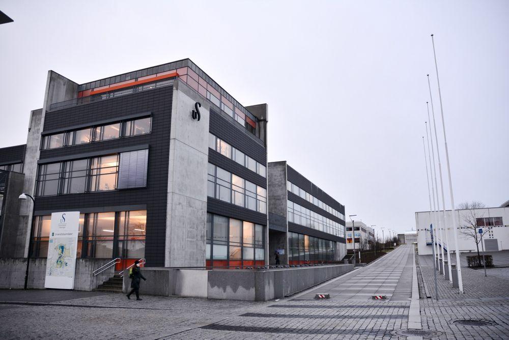 Universitetet i Stavanger kan måtte legge ned masterstudiet i offshoreteknologi fordi de ikke får tak i professorer.