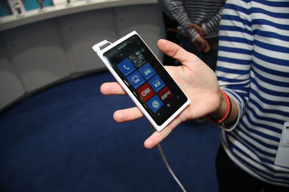 Nokia Lumia 800 spiser markedsandeler