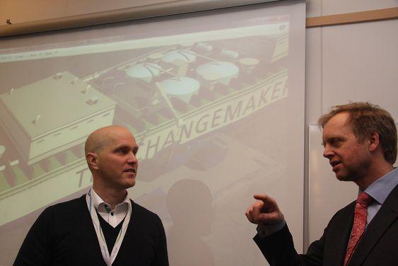 Skipsingeniør og prosjektleder Petter Andersen og konserndirektør Bjørn Kj. Haugland fra DNV GL håper noen griper ideen og utvikler det videre til et fullverdig flytende  renseanlegg.