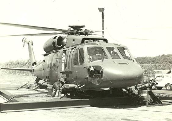 Her er en bakketest-versjon (Ground Test Vehicle, GTV) av Black Hawk hos Sikorsky i 1974.