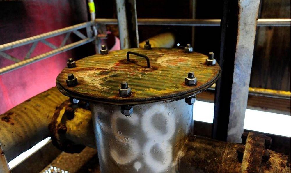 Entreprenøren som vedlikeholdt disse væskelåsene på Statfjord C hadde mangelfull mekanisk kompetanse, ifølge Petroleumstilsynet. Fra disse lakk det ut store mengder olje i januar.