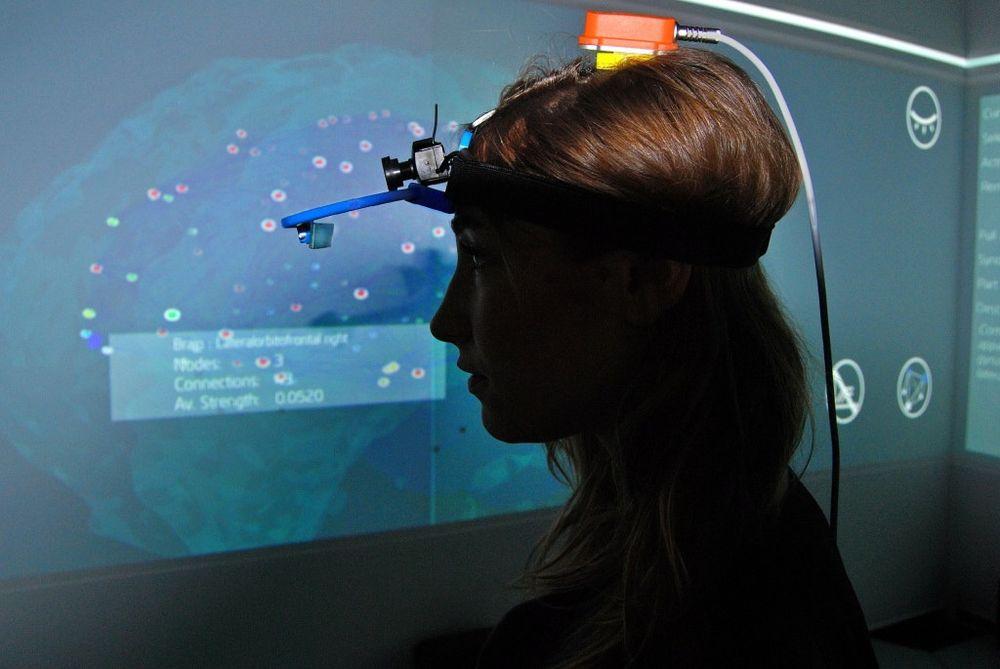 """CEEDS-prosjektet bruker virtual reality for å la brukerene """"tre inn"""" i store datasett."""