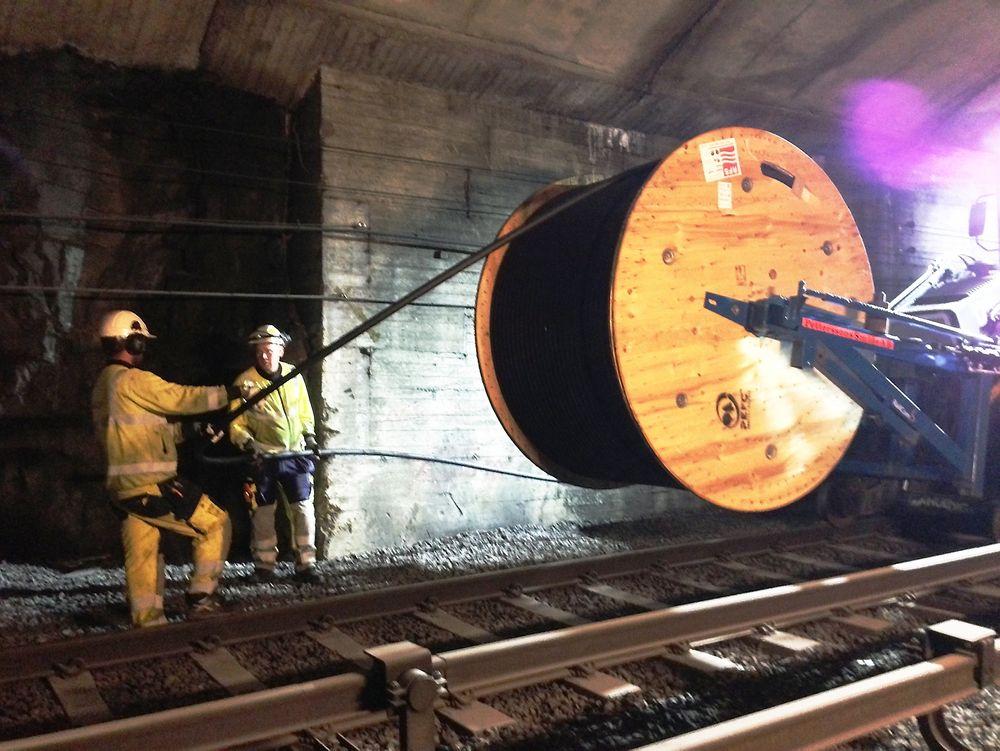 26 kilometer med strålecoax-kabler er dratt gjennom utvalgte tunneler for å gi reisende raskt mobilnett.