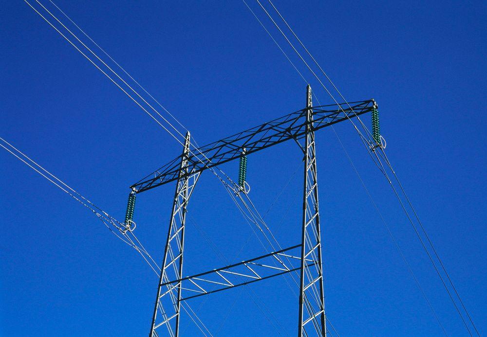 NVE ønsker ikke at den konkurranseutsatte delen av kraftselskapene skal dytte kostnadene over på nettselskapene, som er monopoler og som kan øke nettleia.