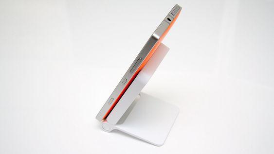 LG Wireless Charger WCD-100 er laget for å fungere med LG G3, men fungerer også på andre telefoner som støtter Qi-standarden, som Nokia Lumia 930 (bildet).