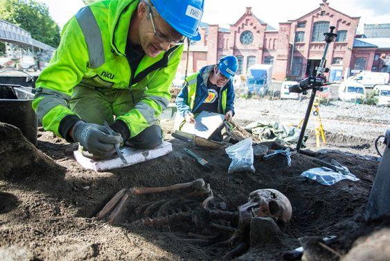 Arkeologene ble overrasket over det store funnet som ble gjort i forbindelse med de forberedende arbeidene til den kommende Follobanen, i og med at de hadde trodd at det meste av kirkegården gikk tapt under byggingen av Østfoldbanen på 1800-tallet.