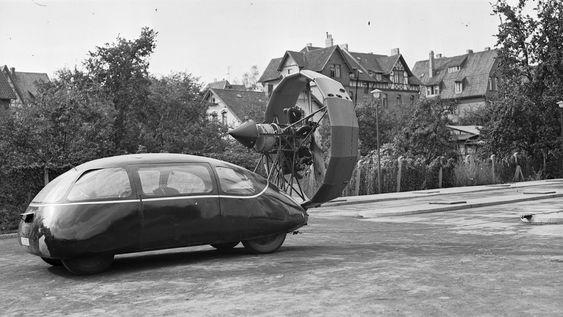 Historien sier ikke noe om det, men Schlörwagen må ha stått i fare for å få løft når den ble påmontert en radialmotor/propell i hekken. Dette eksperimentet ble gjennomført i 1942.