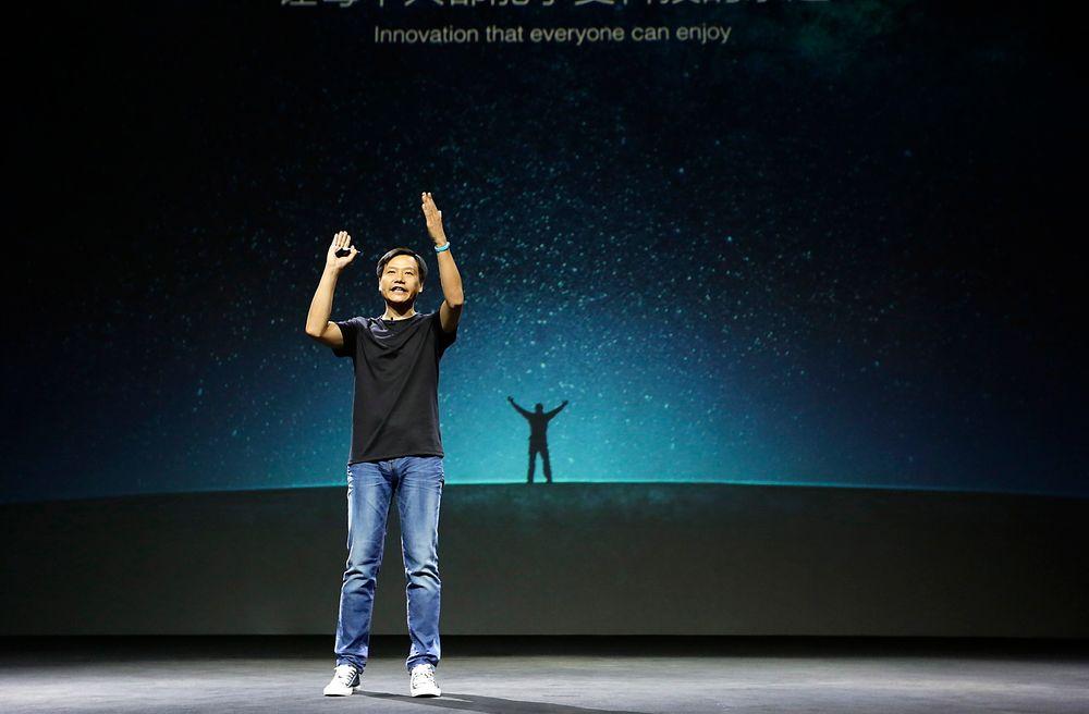 Lei Jun trekker horder av fans fra hele Kina når han går på scenen for å presentere nye produkter, som jubler for hvert nye produkt.