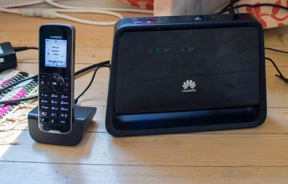Med noko attåt: Huaweis B890 bredbåndsruter kommer med en DECT-telefon. Det er smart på to måter. For det første gjør det oppsettet mye enklere og man kan snakke i den om ruteren har et abonnement som støtter både tale og data. Da får man glede av den eksterne antennen man kobler til.