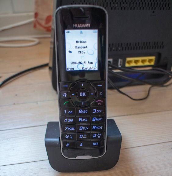Ikke smart: En DECT-telefon er ikke mye smart, men har en batterilevetid alle smarttelefoner vil misunne den. Rekkevidden er i praksis opptil 300 meter i fri sikt og rundt 100 meter innendørs om man ikke bor i murhus.