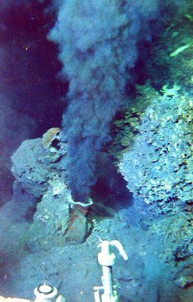 Svart røyk: Black smoker er ett av mange dypvannsfenomener vi vet relativt lite om.