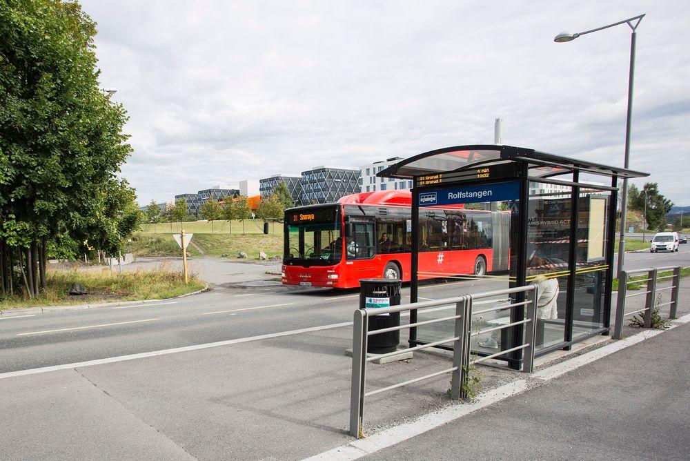 Med dagens bussløsning kan kun 6000 av mellom 15.000 og 20.000 som jobber på Fornebu reise kollektivt til jobb i rushtiden.