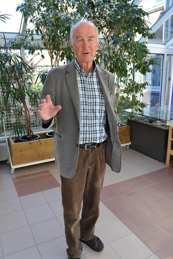System: Rolf Qvenild underviser nå i Systems Engineering ved Høgskolen i Buskerud og Vestfold. Systems Engineereing ble brukt i Kongsberg Våpenfabrikk uten at noen tenkte over det som eget fag.