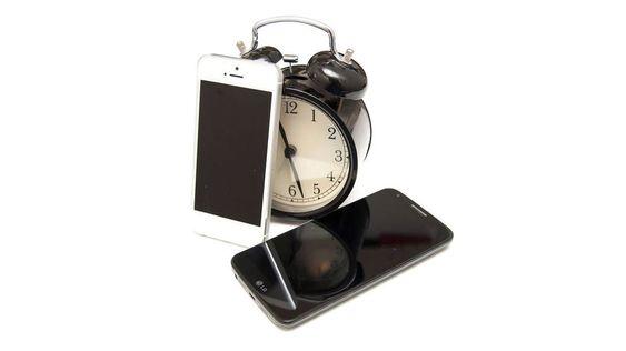Det kan være tungt å komme seg opp om morgenen. Det finnes apper som tvinger deg ut av senga.