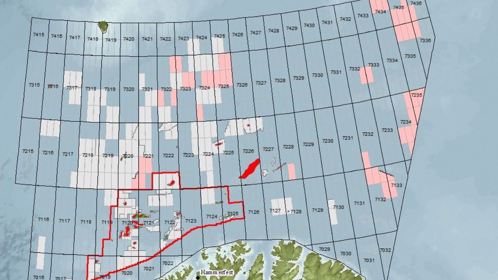 Her er blokkene (rosa) som myndighetene foreslår å åpne for leting i 23. konsesjonsrunde. De grå feltene er allerede åpnet. Statoil utelukker ikke at de vil søke på lisenser lenger nord enn Hoop, hvor de i sommer har boret de nordligste letebrønnene på norsk sokkel. Selskapet er operatør for et samarbeid som skyter seismikk i området.