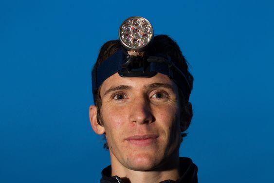 Ulf Forseth Indgaard løper nattorientering med en Lupine Betty-lykt.