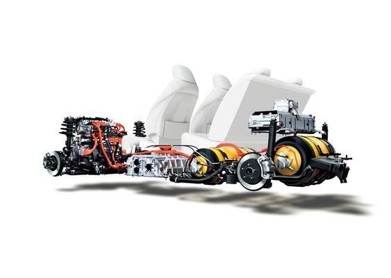 Slik er brenselcelle, hydrogentanker, batteri, konverter og elmotor rigget i Toyota Mirai.