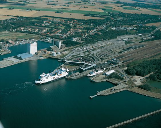 Prinsesse Benedikte på vei inn til Rødby. Dette var den første fergen som fikk en batteripakke på 2600 kWh inn i stedet for en dieselmotor i år.