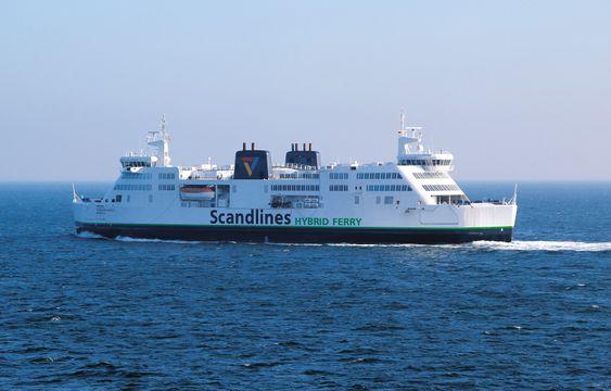 Prinsesse Benedikte er 142 meter lang og drøye 24 meter bred. Den tar 1140 passasjerer og over 360 biler samt trailere og tog. En motor og batteripakke er nok til å holde 14 knops fart mellom Rødby-Puttgarden.