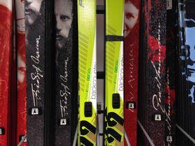 Fischers nye konsept for å feste feller under fjellski er allerede ute i norske sportsbutikker. Her sammen med ski fra konkurrenten Åsnes.