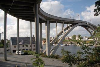 Risøy bru ved Haugesund fikk Vakre vegers pris 2008. Hvis
