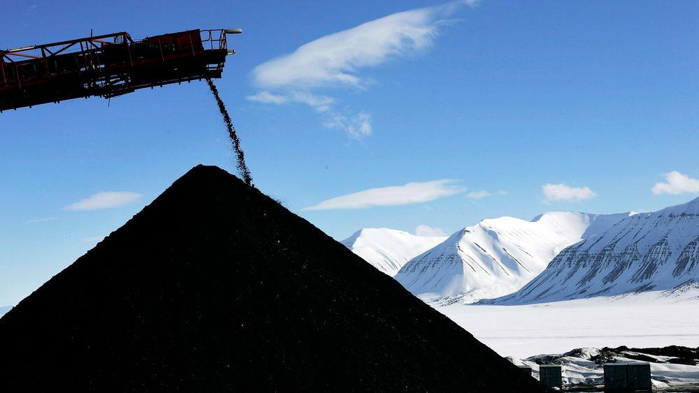Det blir redusert drift i Svea og Lunckefjell, mens gruve 7 utenfor Longyearbyen foreløpig ikke blir berørt av spareplanene.