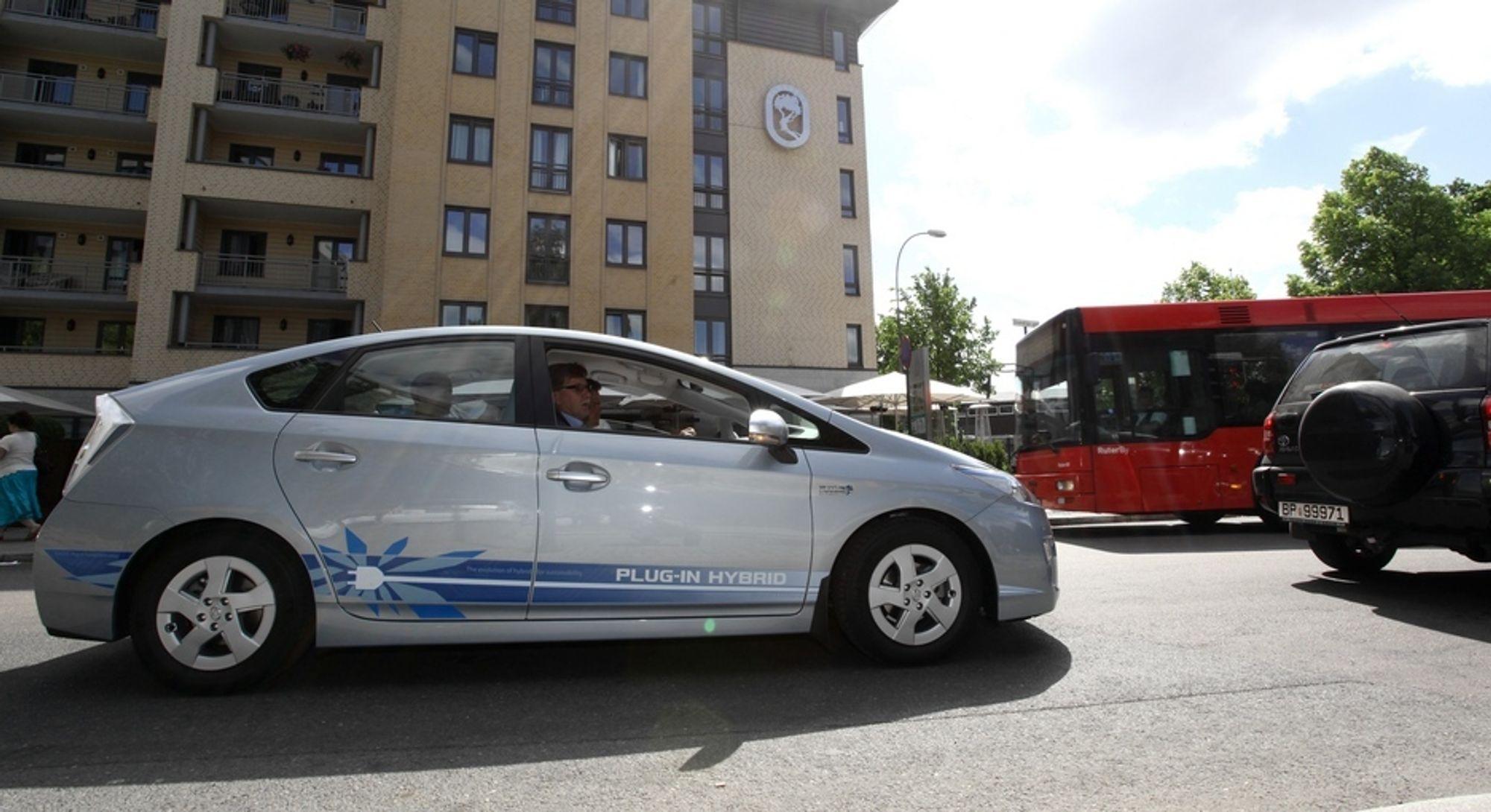 Toyota Prius plugin-hybrid er blant bilene som ikke får noen miljølettelser i statsbudsjettet. Skuffende, mener elbilforeningen.