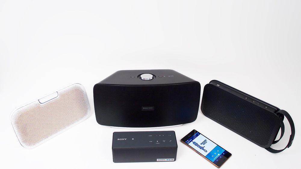 I alle varianter: Bluetoothhøyttalere kommer i alle varianter og med høyst forskjellig ytelse, som disse fra Denon, Philips, B&O og med Sony foran. Femtemann kom for sent til å bli med på gruppebildet, men lydmessig fortjener den heller ikke å få være med.