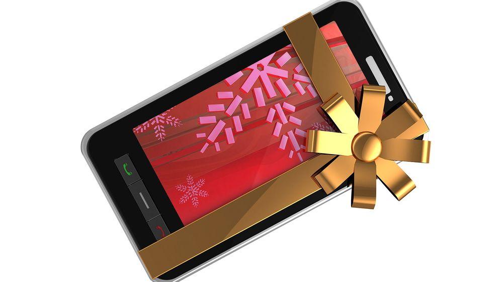 En ny mobiltelefon kan være den perfekte julegaven. Her er våre tips til deg som vil kjøpe en god mobil til noen i år.