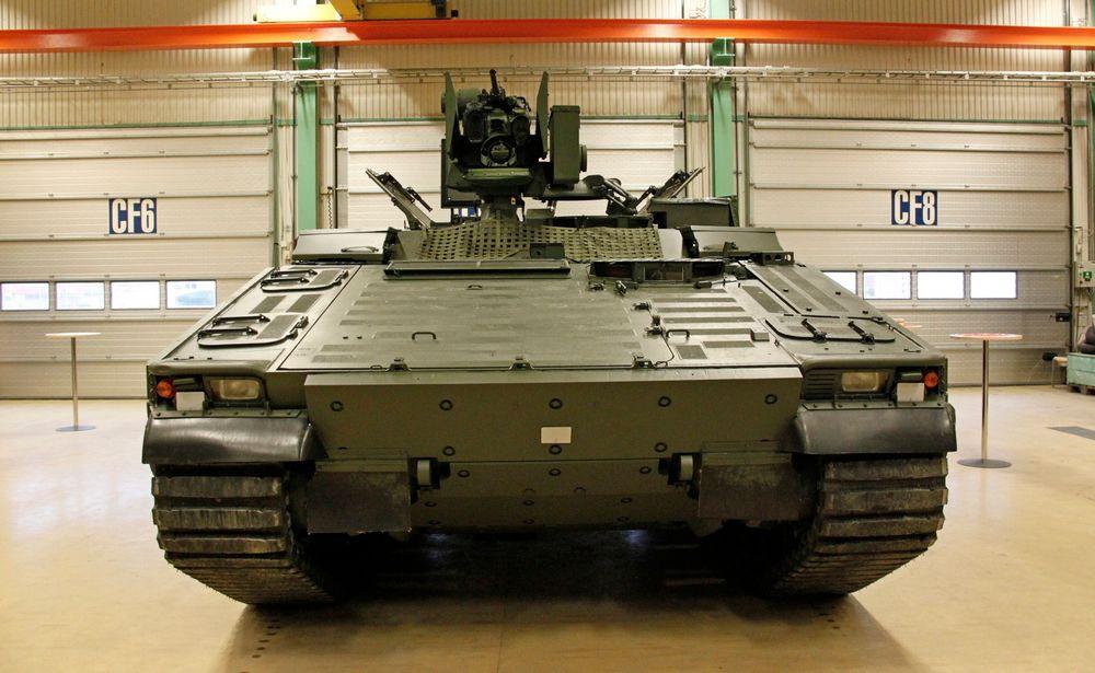 Norge har fått levert den første CV90 multivogna som det er bestilt 16 eksemplarer av.