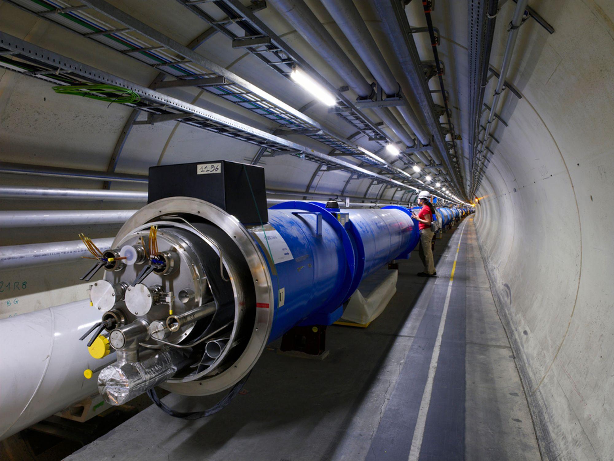 Partikkelakseleratoren hos Cern får noe nytt å bryne seg på denne måneden, når den skal lage de høyeste temperaturene noen gang skapt i et eksperiment.