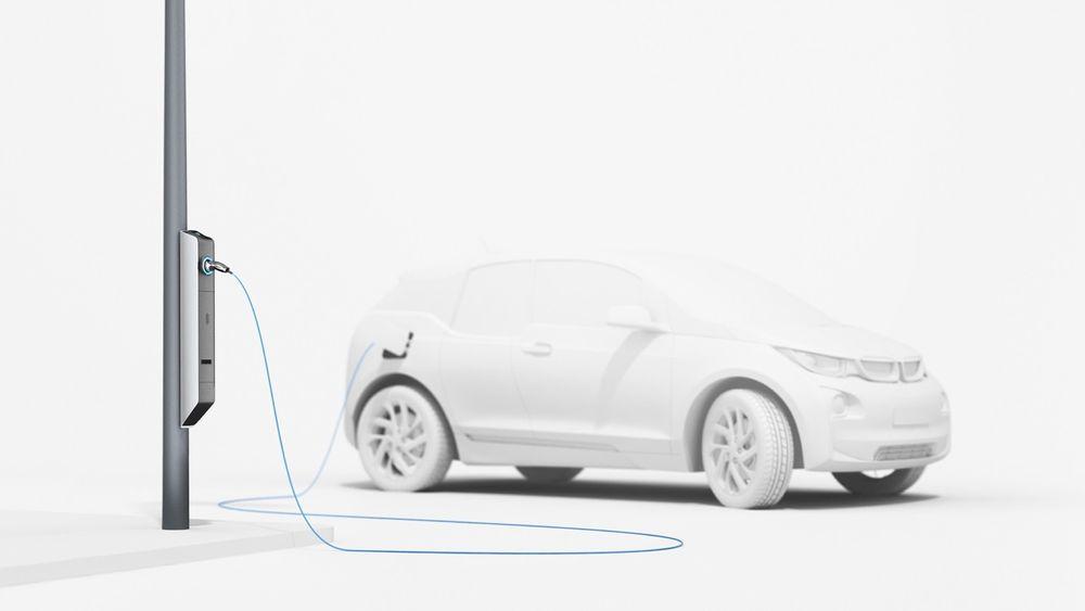 BMW og München skal nå teste ut den nye lyktestolpen med ladestasjon.