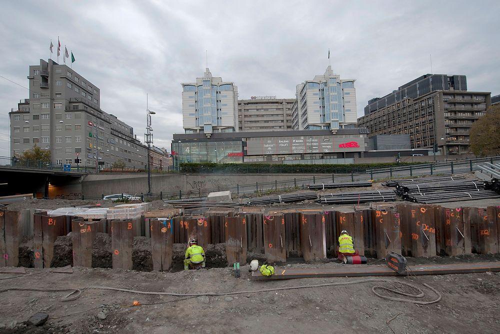 Det nye Nasjonalmuseet er ett av norgeshistoriens største plass-støpte bygg. Her jobber Oleg Sevkunovs (til venstre) og Raymond Fosberg med spunten.