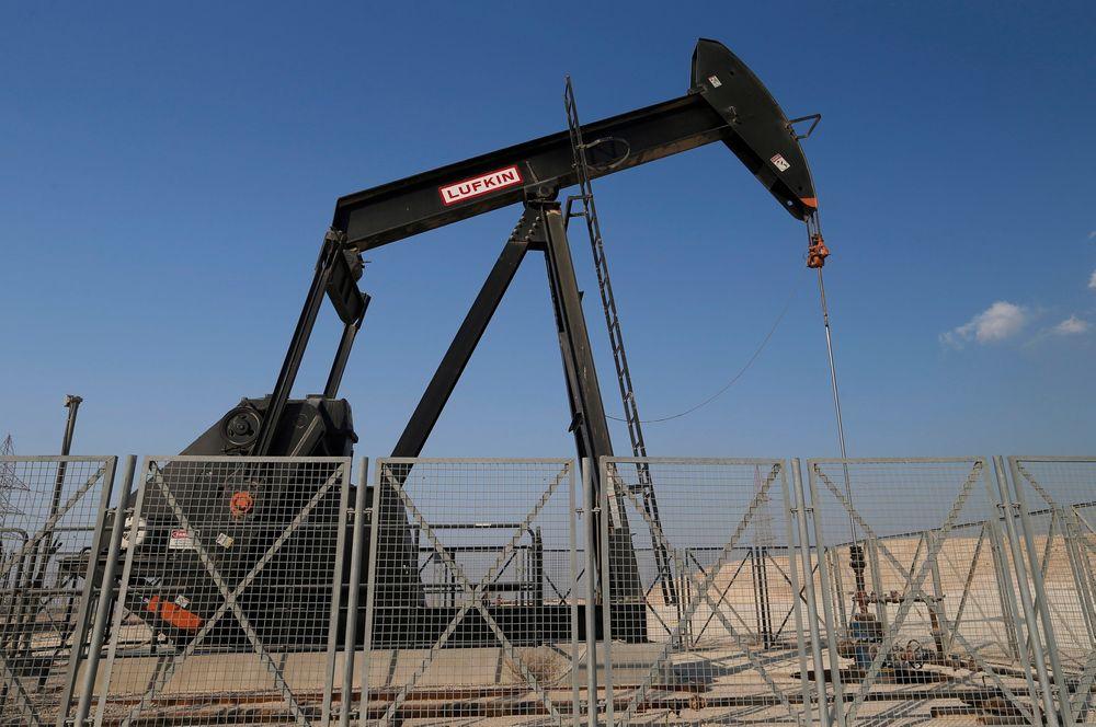 Få tror at de store oljeprodusentene i verden vil kutte på torsdagens OPEC-møtet. Bildet viser oljepumping i Bahrain.