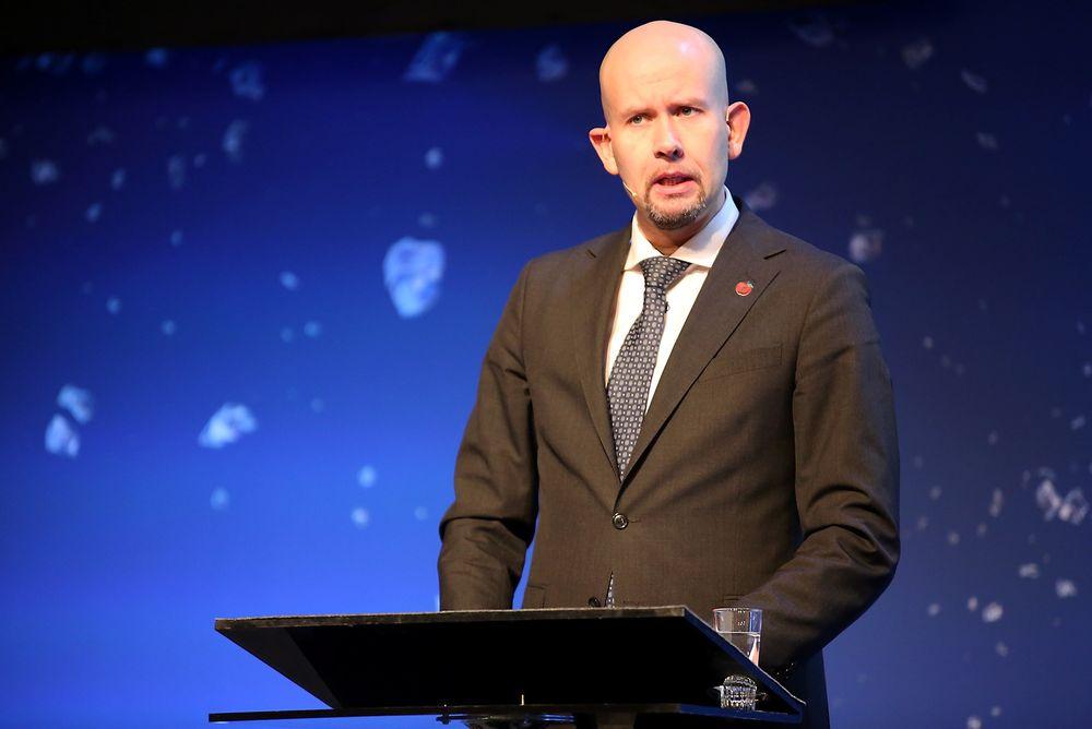 Olje- og energiminister Tord Lien ber oljebransjen om å ta kostnadstrollene på alvor.