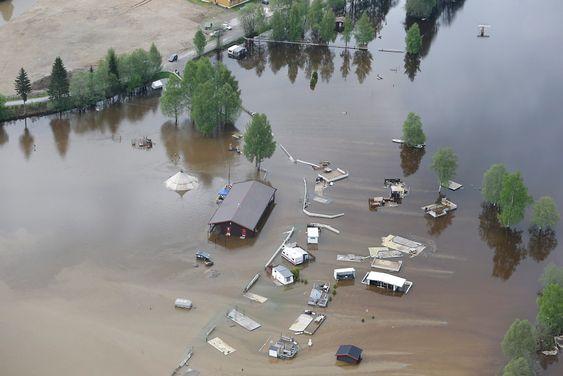 Store nedbørsmengder har ført til flom flere steder på Østlandet, her fra Rena.