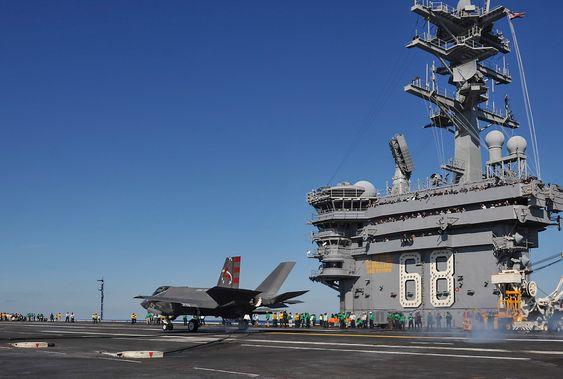 F-35C-testflyet CF-3 på dekk på USS Nimitz (CVN-68).