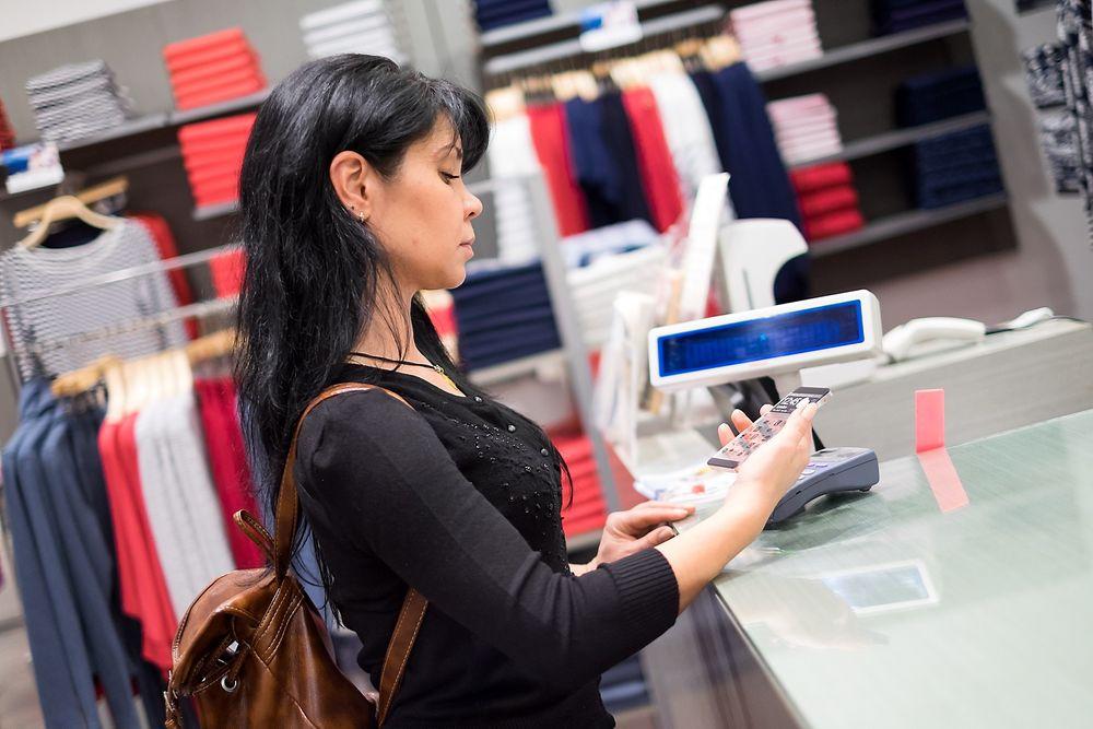 Telenor hiver seg nå på NFC-teknologien, og tilbyr betaling med telefonen.