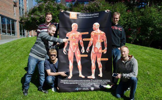 Studenter ved Institutt for informatikk ved UiT var med å utvikle treningsguiden som ble testet i prosjektet. Fra venstre ser du Aleksander Svendsen, Simon Nistad, Jan-Ove Karlberg, Martin Ernstsen og Erik Krane Langhaug.