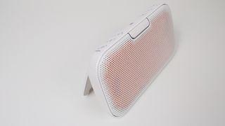 Flat høyttaler med utrolig mye lyd for pengene