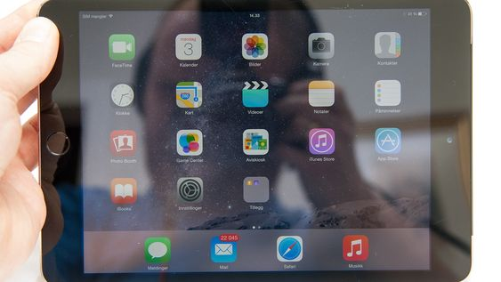 Skjermen har rimelig høy oppløsning, men er mer utsatt for refleksjoner enn nye iPad Air 2.