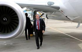 Flåtesjef Tore Jenssen i Norwegian foretar en siste inspeksjon av LN-NIG før den skal flys hjem til Oslo fra Renton utenfor Seattle. Dette er selskapets Boeing 737-800 nummer 78.
