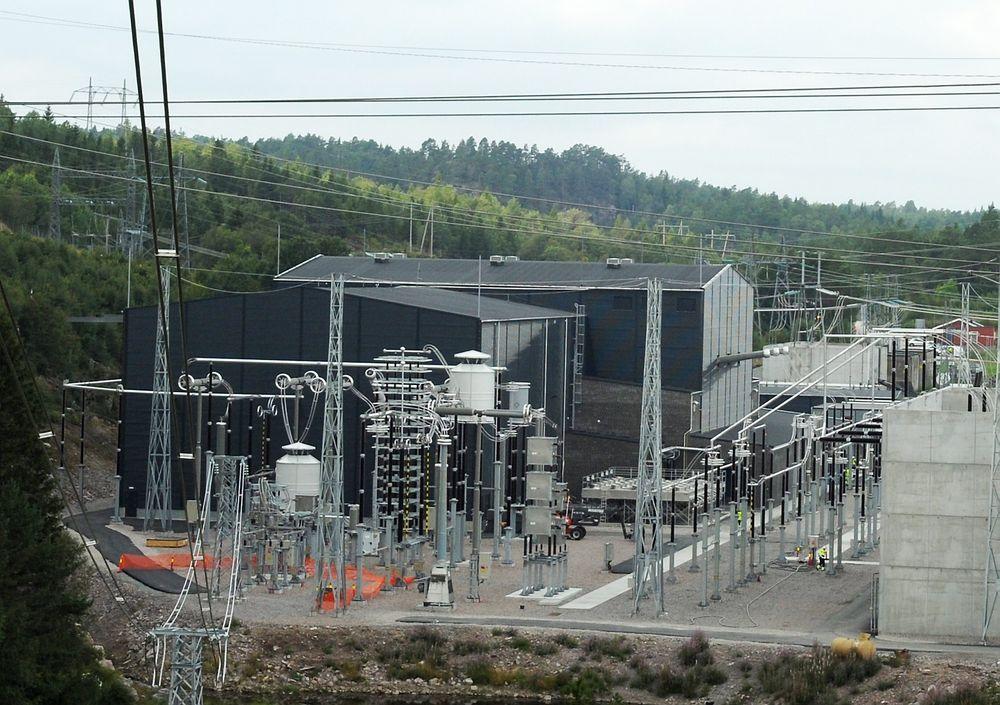 Størst: Med Skagerrak 4-kabelen har Statnett bygget det største anlegget med spenningskildeomformer (VSC) i verden, med spenning på 500kV og overføringseffekt på 700 MW. Bildet er fra statsjonsanlegget ved Kristiansand.