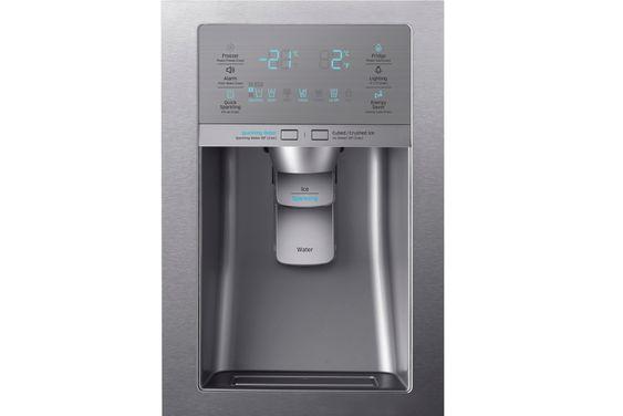 Boblevann: Den sunne drikkelysten øker når man kan hente kaldt boblevann i døra på kjøleskapet. En trussel for Farrisen kanskje.