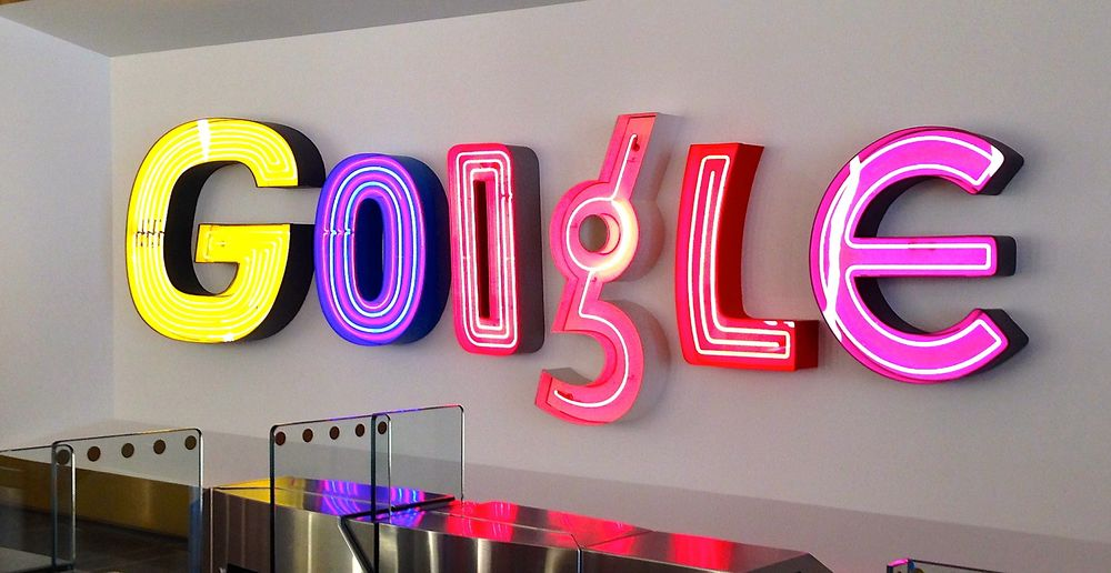 Google ansetter 4000 personer i året. Veldig få er nordmenn. Dette bildet er tatt i resepsjonen til Googles New York-kontor.