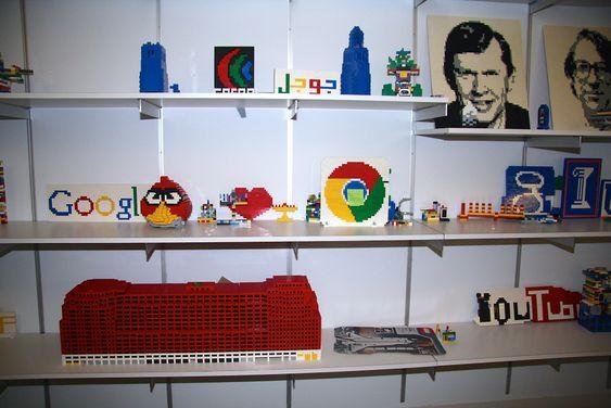Lego er et vesentlig rekreasjonstilbud hos Google i New York. Det røde bygget er en miniatyr av Google-bygget.