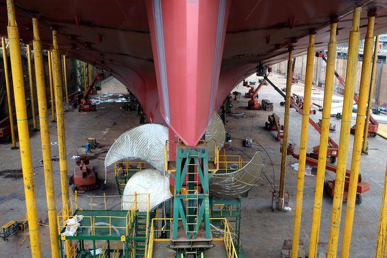 Propell til containerskip som bygges ved Hyundai Heavy Industries verft i Ulsan, Sør-Korea